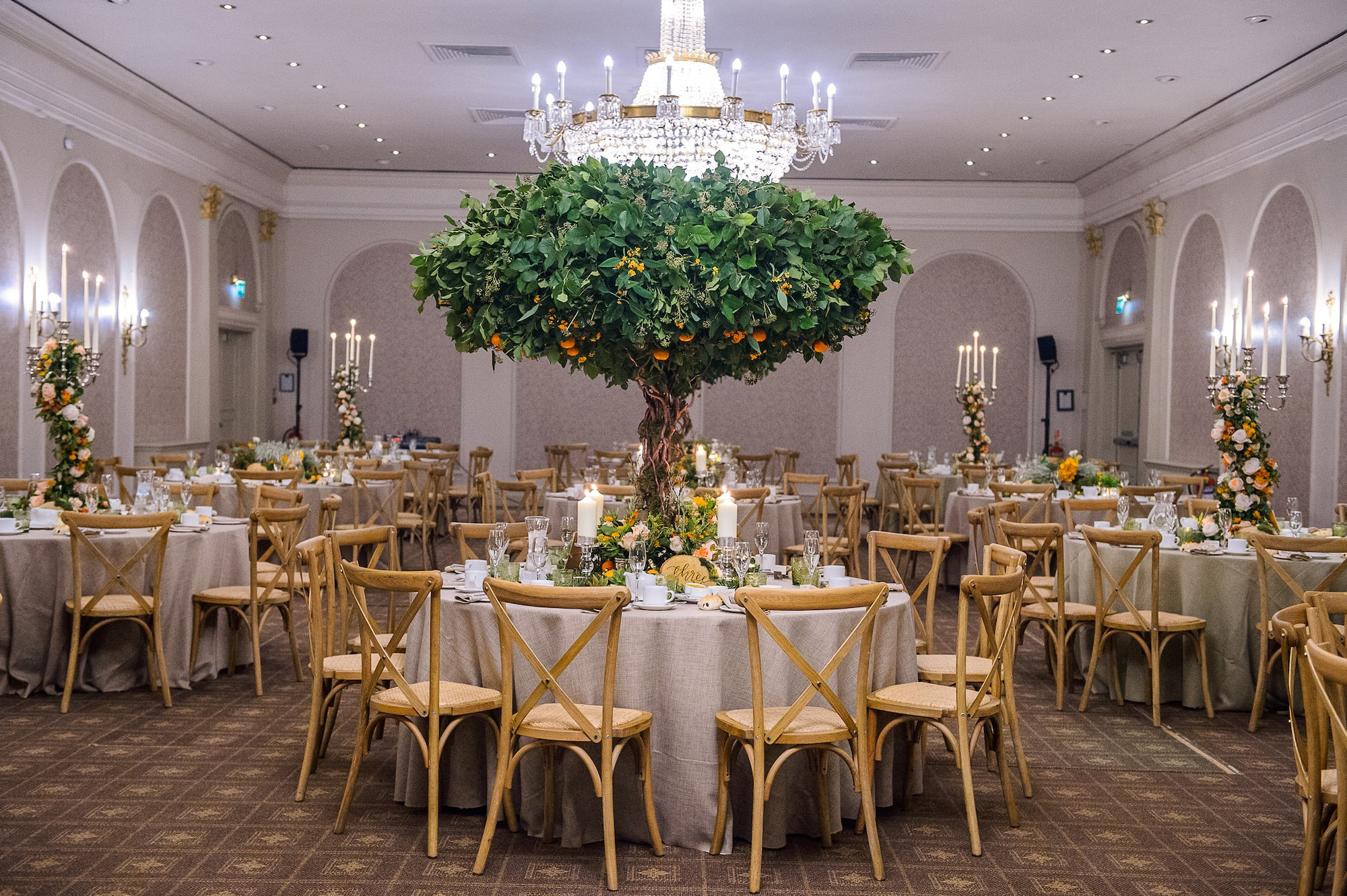 larry_walshe_floral_design_weddings_orange_tree-min