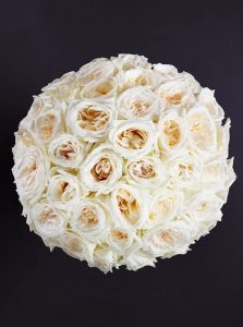 fragrant_white_roses_bouquet_larry_walshe_luxury_london_delivery